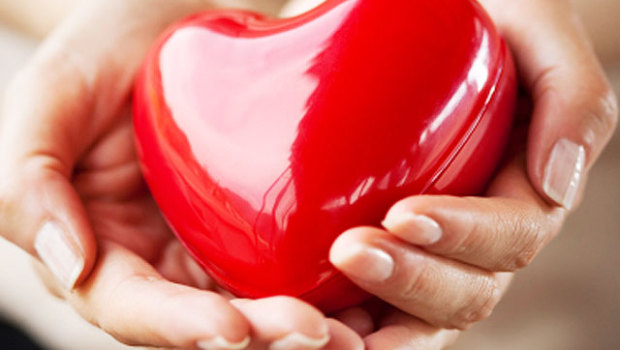 heart-in-hands-000012745581_620x350